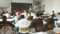 Theorieunterricht an einer Fachholschule (Bild: BerufeNET)