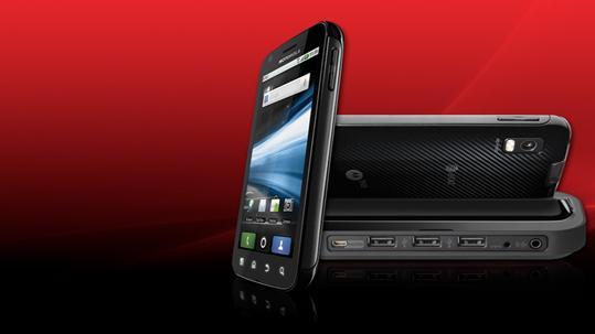 Das neue Smartphone ATRIX von Motorola kann via Dockingstation auch als Netbook-Ersatz dienen. (Bild: Motorola)
